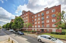 4 bedroom flat in Iron Mill Road, Wandsworth, SW1