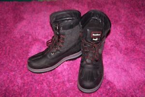 winter boots new condition, waterproof, Men boots size 8