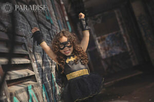 Paradise Photography is booking halloween and fall minis!