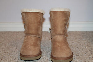 UGGS - Bailey Button Style