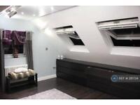 1 bedroom in Woodford Avenue, London, IG2