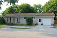 Family Home 8 Minutes from Steinbach!