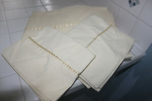 Good Quality Sheets with Ribbon Accent Trim (TWIN)