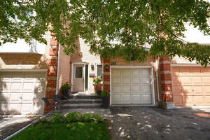 3 Bedroom Open Concept Townhouse! Sought After River Oaks!