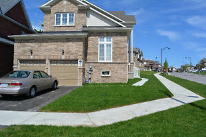 Gorgeous house in Oshawa 15 minutes north of 401 & Go Train