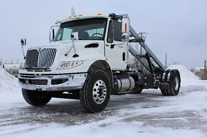 NEW 2017 International 4400 with NEW 16' ON-TRUX galvanized roll