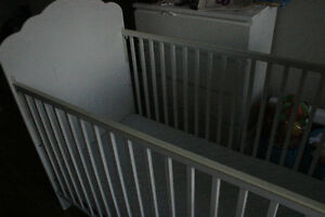 Baby crib (without mattress)/Lit de bébé (sans matelas)