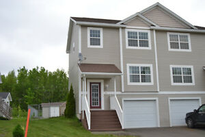 Get a garage before winter! Beautiful semi detached with garage!