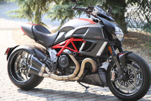 2011 Ducati Diavel Carbon - mint condition with many upgrades