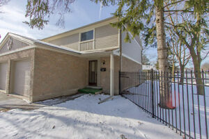 Great Location 3 bed home-end unit!fenced yard!finished basement