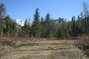 7 acres of Beautiful Mountain Views in the Kootenays