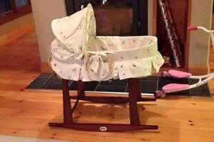 Jolly Jumper Moses Basket/Bassinet with Stand