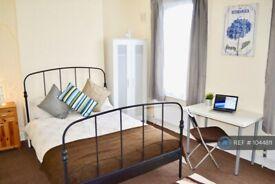 1 bedroom in Brocklehurst Street, London, SE14 (#1044811)