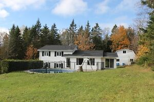 NEW PRICE! Spacious home on large private lot w/pool - Kingston