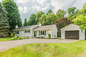 Hudson Renovated Bungalow with Pool on Quiet Crescent