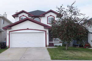 Very beautiful 4 Bedroom Single house in Coventry Hills NE