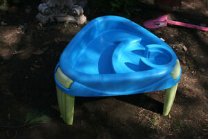 Naturally Playful Water Table. Stable legs and curved base.