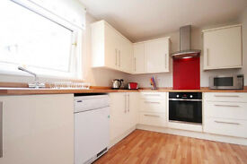 A spacious fully furnished 1st floor 2 bedroom flat close to HeriotWatt and napier available in May
