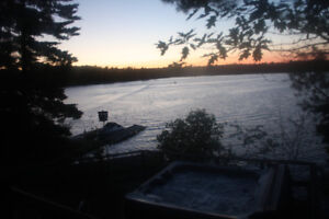 Sparrow lake cottage with hot tub, open fireplace in Muskoka