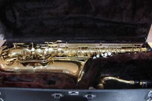SUPERBE saxophone TENOR ! Dans son case très bon état !