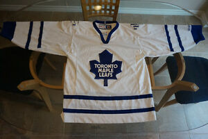 MAPLE LEAFS OFFICIAL JERSEY