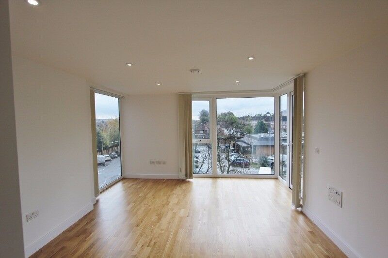 Beautiful new 1 bedroom apartment, 5 min to Underground AND parking