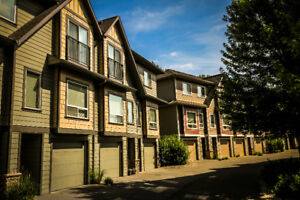 Modern 3 Bedroom Townhouse Great Location!