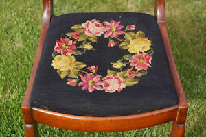 ANTIQUE VICTORIAN WALNUT SIDE CHAIR - NEEDLEPOINT SEAT-NEW PRICE Kingston Kingston Area image 3