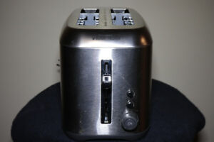 STAINLESS STEEL TOASTER - BLACK AND DECKER