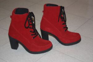 SOFTMOC SUEDE LEATHER BOOTS, BRAND NEW!