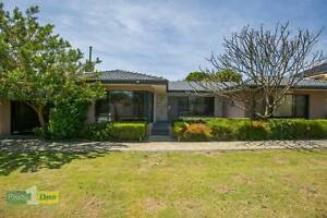 EXTRA LARGE FAMILY HOME TOP LOCATION APPLECROSS SHS ZONE Ardross Melville Area Preview