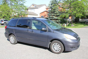 2007 Toyota 8-seat Sienna LE for sale by owner
