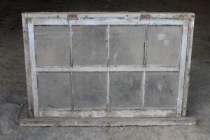 Vieilles fenêtres de grange