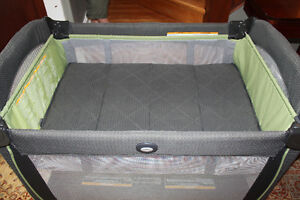 Graco Pack 'n Play Element Kitchener / Waterloo Kitchener Area image 2