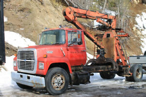 Ford L8000. Avec Chargeuse  Barko 80
