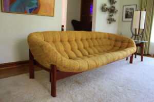 R HUBER & CO MID CENTURY VINTAGE TEAK SCOOP LOUNGE SOFA COUCH