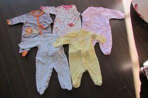 Linge de bébé-fille 0-3 mois