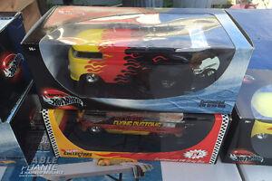Hot Wheels 1:18 Volkswagen drag bus yellow / red / black