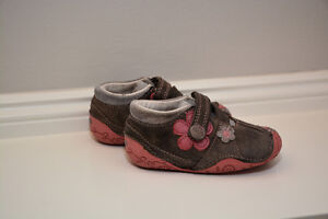 CLARKS Girl Shoes - Size 3.5