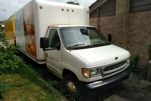 2000 Ford E-350 cube truck
