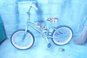 Like New Girls Bike! Make a great gift under your tree!