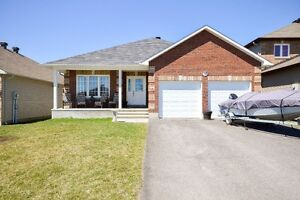 639 ROBERTHILL STREET - Almonte - Fabulous Price! See it today!