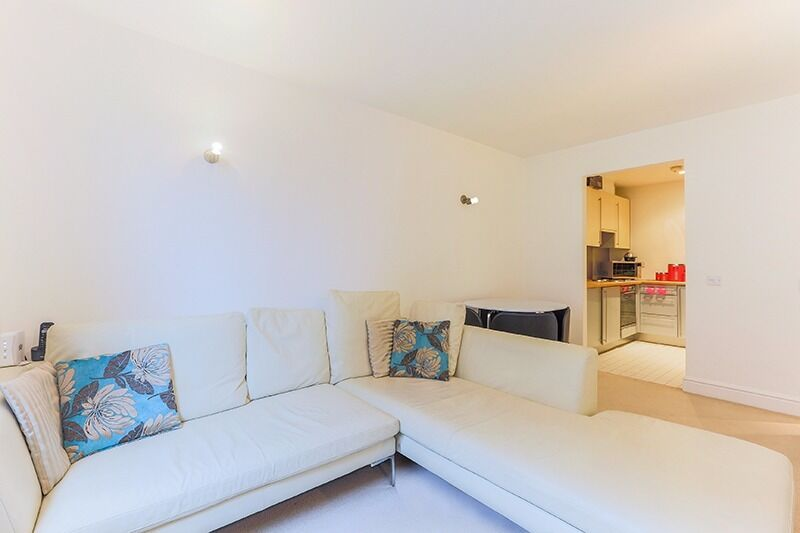 ***TWO WEEKS RENT FREE***Stunning ONE BEDROOM apartment situated in the unique Colefax Building***