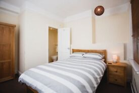 ENSUITE DOUBLE TO RENT, ALL BILLS INC,NO DEPOSIT,WIFI, WEEKLY CLEANER, FULLY FURNSIHED,SKY TV
