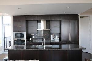 Luxurious Sub-Penthouse Hullmark Condo W\Panoramic City Skyline