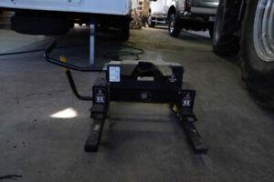 sellette pour fifth wheel avec rail dans pick up ajustable