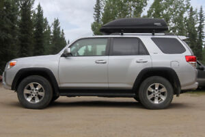 2013 Toyota 4Runner SR5 4X4, 68km highway, clean history.