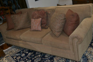 Bernhardt Sofa- PRICE REDUCED- 6 Throw pillows included