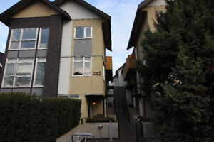 Modern2 Bedroom Townhouse near Commcercial Drive