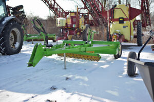 NEW -- 8ft Laneway 960 Hydraulic grader with Ice Blades